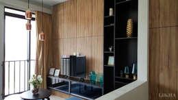 Ruang Tamu - Lantai 2:  Ruang Keluarga by Likha Interior