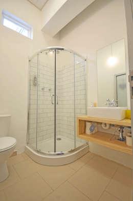 bathroom: modern Bathroom by Till Manecke:Architect