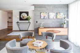 Sala de estar: Salas de estilo moderno por Foto Property