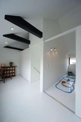 子供室: 石川淳建築設計事務所が手掛けた子供部屋です。