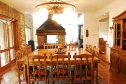 Country Normando: Comedores de estilo clásico por CIBA ARQUITECTURA