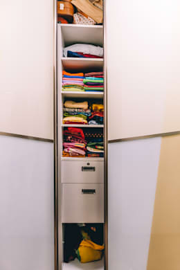 Sliding Acrylic bedroom Wardrobe - Origami Spaces(Origamispaces.com) : modern Dressing room by Origami Space Design