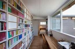 鎌倉中央公園の家: HAN環境・建築設計事務所が手掛けた書斎です。