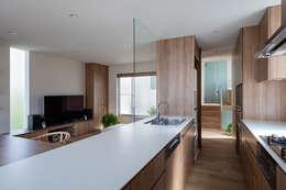 井の頭の家 / House in Inokashira: 庄司寛建築設計事務所 / HIROSHI SHOJI  ARCHITECT&ASSOCIATESが手掛けたキッチンです。