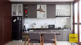 Architecture and Interior:  Dapur by RHBW