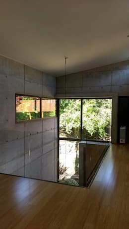 VACIO HALL DE ACCESO: Pasillos y hall de entrada de estilo  por arquiroots