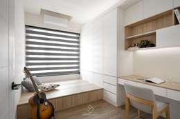 客臥:  書房/辦公室 by 極簡室內設計