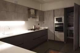 Lina İç Mimarlık – Modern Villa Projesi: modern tarz Mutfak
