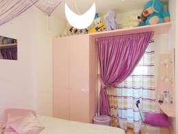 Appartamento 1: Camera ragazze in stile  di Studio di Architettura e Design Giovanni Scopece