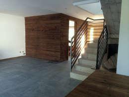 128_CasaVirgo_Vivienda: Livings de estilo moderno por Rakau Construcción + Arquitectura