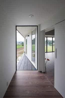 玄関: 石川淳建築設計事務所が手掛けた廊下 & 玄関です。