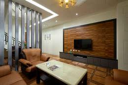 南投埔里住宅設計案:  客廳 by 瑞瑩室內裝修設計工程有限公司