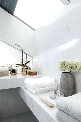 PORMENOR CASA DE BANHO: Casas de banho modernas por TGV Interiores