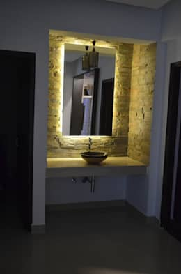 Stylish Apartment: modern Dining room by Vdezin Interiors