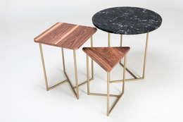 Lateral de madera y mármol: Salas de estilo escandinavo por TRRA