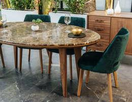 Comedor de madera y mármol Garbo: Comedor de estilo  por TRRA