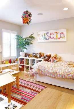 PHOTO: EMMA FEIL PHOTOGRAPHY:  Phòng ngủ bé gái by Phương Đàm