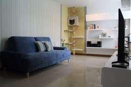 Visita privada casa Sasha: Salas de estilo moderno por TICKTO STUDIO