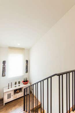 Sotileza: Escaleras de estilo  por ARCE S.A.S