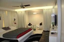 Chugh Villa: modern Bedroom by Innerspace