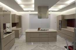 Chugh Villa: modern Kitchen by Innerspace