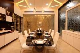 Nemi Villa: modern Dining room by Innerspace
