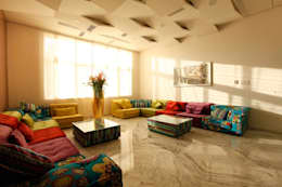Nemi Villa: modern Living room by Innerspace