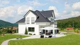 Casa n. 2: Case in stile in stile Minimalista di Rossi Design