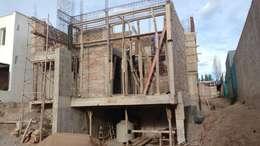 vista frontal - en construcción:  de estilo  por BM3 Arquitectos