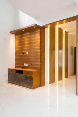 Anil DP:  Corridor & hallway by Designasm Studio