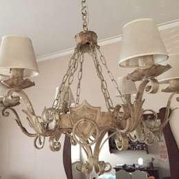 Antigua araña renovada: Livings de estilo clásico por ANADECO