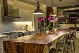 Desayunador: Comedor de estilo  por Stuen Arquitectos