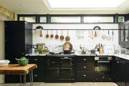 Cocinas integrales de estilo  por deVOL Kitchens