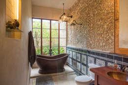 Baños de estilo colonial por Taller Estilo Arquitectura