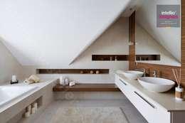 Wnętrza domu na Podhalu zaprojektowane przez Intellio designers: styl , w kategorii Łazienka zaprojektowany przez Intellio designers