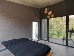 關西杜宅:  臥室 by 形構設計 Morpho-Design