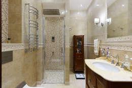 «Солнечная Резиденция», Дом в Румболово, 260 м.кв.: Ванные комнаты в . Автор – Дизайн элитного жилья   Студия Дизайн-Холл