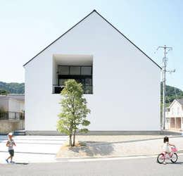 ミニマルデザインの外観: 石川淳建築設計事務所が手掛けた木造住宅です。
