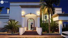 Fachada Principal (Nocturna): Casas de estilo colonial por BUILD ARQUITECTURA