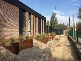 Vista exterior: Casas de estilo industrial por MAC SPA