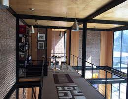 Vista interior: Livings de estilo industrial por MAC SPA