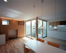 コーナーガーデンの家: 西島正樹/プライム一級建築士事務所 が手掛けたダイニングルームです。