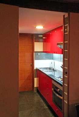 Casa Pazols: Muebles de cocinas de estilo  por m2 estudio arquitectos