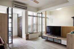 無齡:  客廳 by 達譽設計