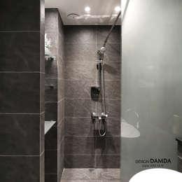 욕실_: 디자인담다의  화장실