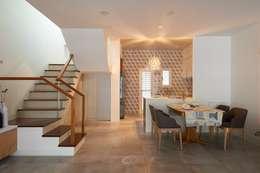 狹長街屋大改造:  餐廳 by 層層室內裝修設計有限公司