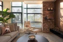 美式休閒渡假別墅:  客廳 by 層層室內裝修設計有限公司