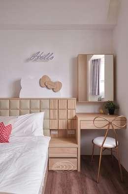 將卡通人物融合家的一份子:  臥室 by 層層室內裝修設計有限公司