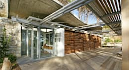 Covered Patio:  Patios by Van der Merwe Miszewski Architects