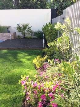 Floración: Jardines de estilo clásico por Bächler Paisajismo